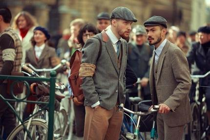 Tweed Ride Evento Milano Lombardia Italia Bicicletta Pedalare Stile Dress Code