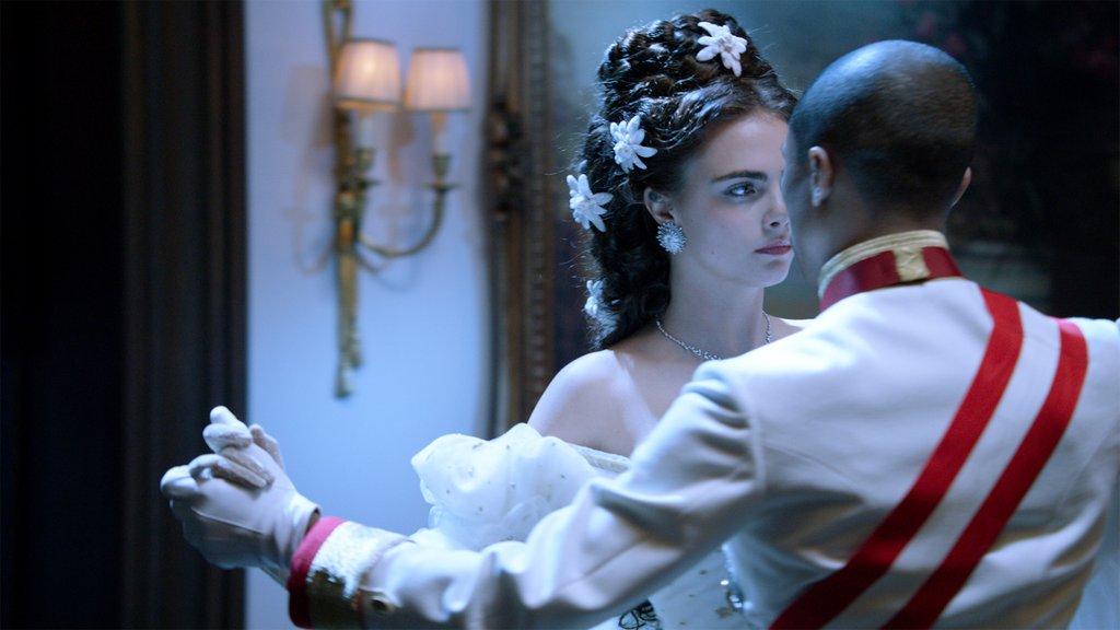 Reincarnation Corto Chanel Movie Film Karl Lagerfeld Pharell Williams Cara Delevingne Sissi