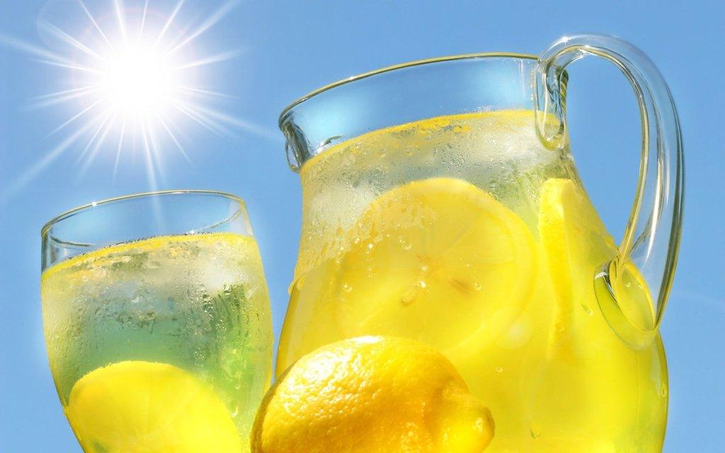 Acqua e Limone Sette Motivi Berla Ogni Mattina Fa Bene Brocca