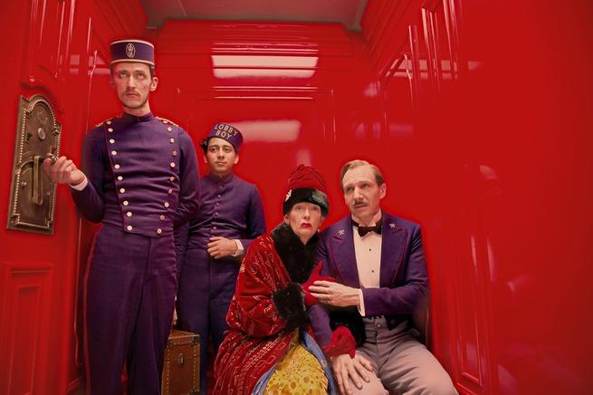 La famosa scena dell'ascensore, ispirazione chiave per la Nail Art The Grand Budapest Hotel