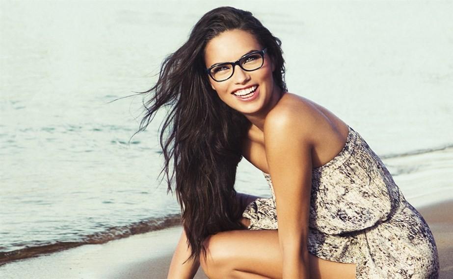 Shooting Foto Brasile Adriana Lima per Vogue Eyewear Occhiali