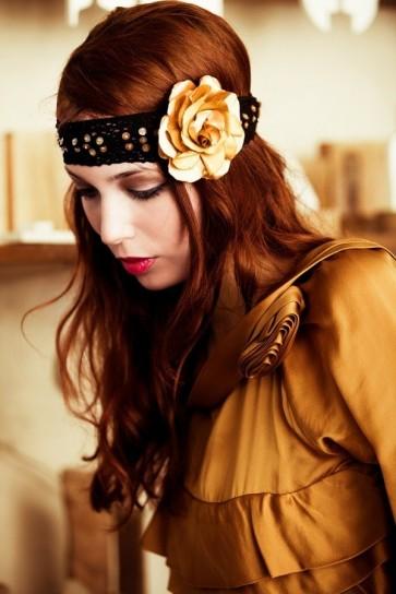 fiori-nei-capelli-giallo-oro