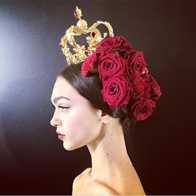 fiori-nei-capelli-rose-rosse