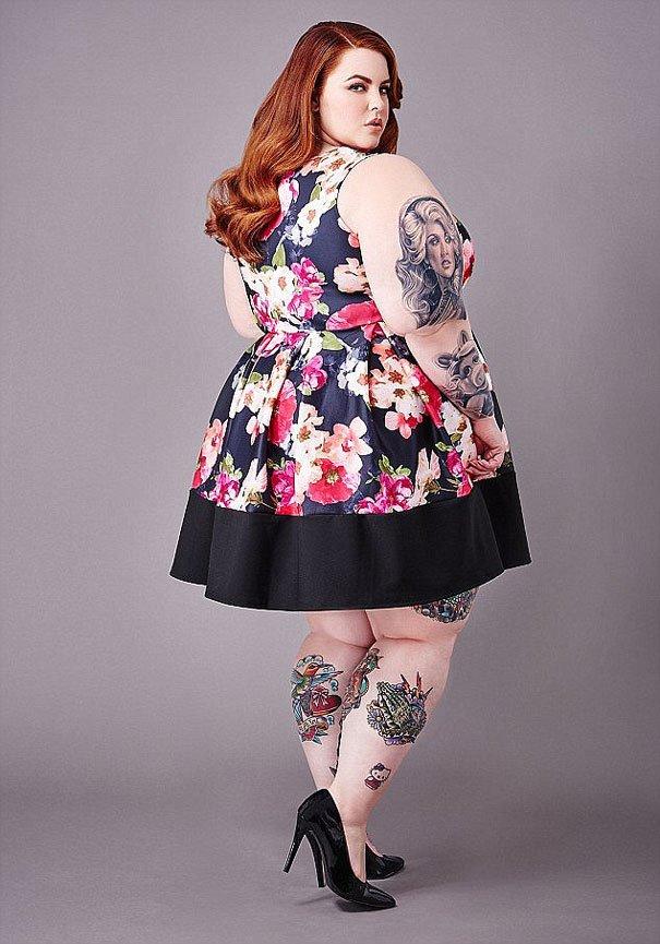 Modella Taglia 54 Curve Oversize Tattoo