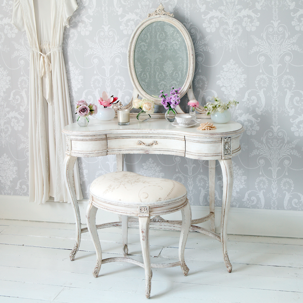 shabby chic l 39 arredamento provenzale di gran moda. Black Bedroom Furniture Sets. Home Design Ideas