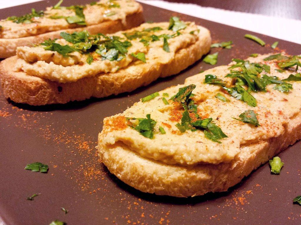 bruschetta hummus