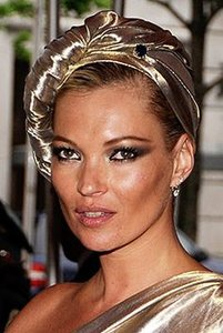 kate moss turbante