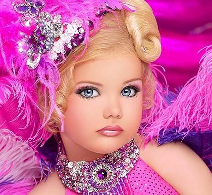 Bambine Trattamenti Bellezza Moda Usa America Concorsi Trucchi Esagerazione 2014