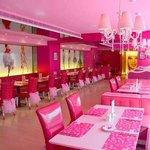 ristorante-barbie-taiwan-pink